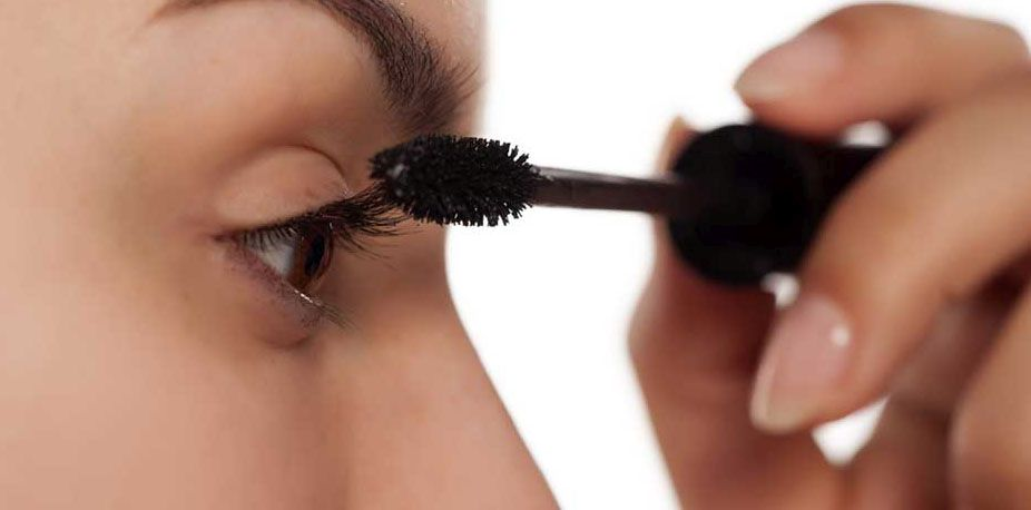 How to Apply Mascara Without a Gluggy Mess