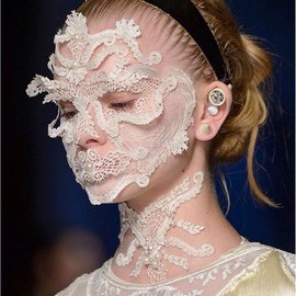 fashion-week-makeup-ss15-pat-mcgrath-givenchy (Copy)