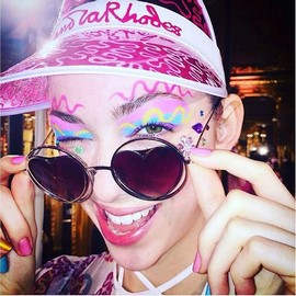 fashion-week-ss16-makeup-zandra-rhodes (Copy)