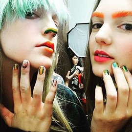 fashion-week-ss16-vivienne-westwood-val-garland-rave-makeup (Copy)